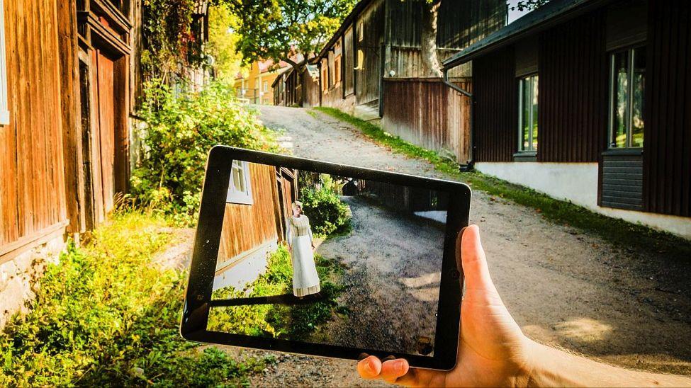 Kuva 2: Tarkasti ja interaktiivisesti ympäristöön sijoitettu virtuaalihahmo